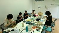 土曜日の編み物フリーレッスン@武蔵小山スクエア荏原 - 空色テーブル  編み物レッスン&編み物カフェ