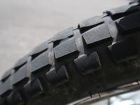 カブ110 フロントタイヤ交換 IRC TR1 - 私的二輪生活備忘録