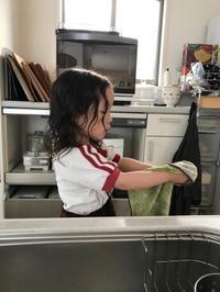 ベビーちゃん洗い物にはまる/豆乳明太子そうめん - Lammin ateria