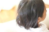 彼女の短い黒髪は - sakamichi