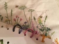 お花とハチの刺しゅう - y-hygge