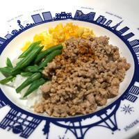 そぼろの3色ご飯@「行正り香の2皿ディナー」、インゲン食べさせる秘技♪ - Isao Watanabeの'Spice of Life'.