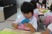 プレゼント作り(ゆり) - 慶応幼稚園ブログ【未来の子どもたちへ ~Dream Can Do!Reality Can Do!!~】