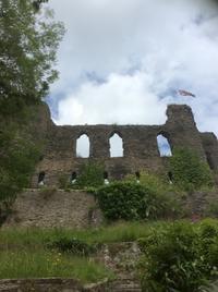 12世紀のお城にちょこっと足を運んで見ました - イギリス ウェールズの自然なくらし
