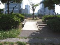完成した樋井川河畔緑道・公園のスロープ - 車いすで街へ 踏み出そう車輪の一歩