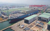 今治造船、世界最大級のコンテナ船進水 - 船が好きなんです.com