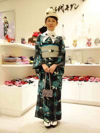 単衣着物「薔薇」ターコイズ×付け衿リボン - 豆千代モダン 新宿店 Blog