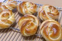 エダムチーズロール&抹茶あんぱん - ~あこパン日記~さあパンを焼きましょう