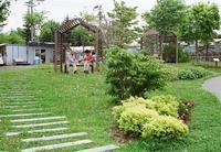 道の駅「花ロード恵庭」で弁当を広げる夫婦 - 照片画廊
