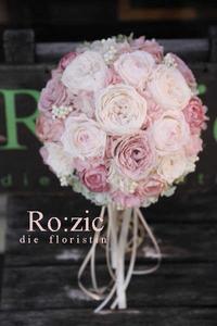 20017/6/10   シャンパンホワイトと淡くニュアンスあるピンクで ラウンドブーケ/プリザーブドフラワー - Ro:zic die  floristin