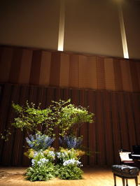 ピアノリサイタルのステージ装花。札幌コンサートホールKitara小ホール。2017/06/08。 - 札幌 花屋 meLL flowers
