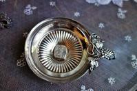 ブドウレリーフ付きアルパカワインテスター  Hold(Natori6.12) - スペイン・バルセロナ・アンティーク gyu's shop