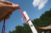 【このペグでキマリ!】QUALTZ「スクエアペグ」にはロープを通して、飛ばなくしよう - Doors , In & Out !    SAMのキャンプブログ