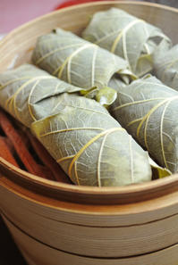柏葉づくし 鯛の柏葉蒸しと柏葉寿司2種 - グルグルつばめ食堂