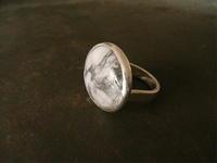 ハウライト リング - 石と銀の装身具
