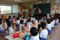 時計を見る(こすもす) - 慶応幼稚園ブログ【未来の子どもたちへ ~Dream Can Do!Reality Can Do!!~】