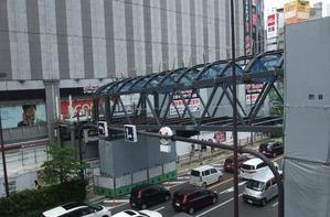 大阪駅とヨドバシカメラの連絡橋。 - エキサイトおじゃもんくん