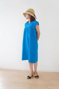 夏はさらりと一枚で、冬は重ね着で、通年で活躍するリネンのワンピース - ハンドメイドで親子お揃い服 omusubi-five(オムスビファイブ)
