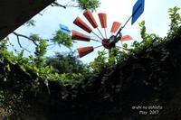 廃墟から覗く風車 - ある日の足跡