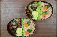 豚の生姜焼きと鮭そぼろ弁当 - オヤコベントウ
