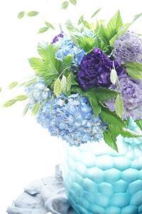 初夏の爽やかブルーのブーケたち - お花に囲まれて
