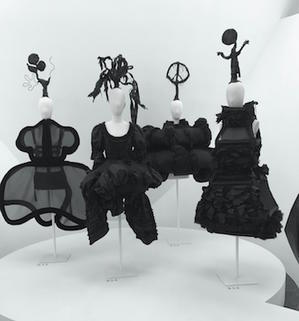NYで話題のコム・デ・ギャルソン展は、ココを見るとおもしろい! - 黒部エリぞうのNY通信