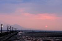 長部田海床路の夕暮れ。 - 青い海と空を追いかけて。