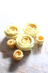 フェルトフラワーのオールドローズを作ってみました - ビーズ・フェルト刺繍作家PieniSieniのブログ