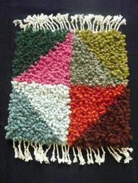作品について(結び織りマット)1 - イクトスマイムの手織り活動~草木染めの糸を使って~
