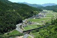 TWILIGHT EXPRESS 瑞風 運行開始 - ローカル無人駅