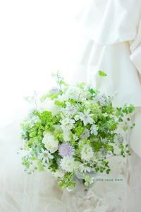 クラッチブーケ アニヴェルセル東京ベイ様へ 花はモノではなくコトである - 一会 ウエディングの花