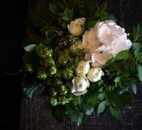 お誕生日の女性へ。「白~グリーン系」。恵庭市に発送。2017/06/15着。 - 札幌 花屋 meLL flowers