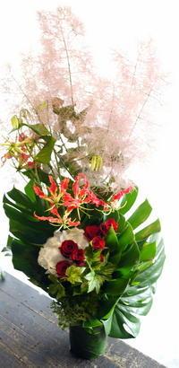 例会の100回の御祝アレンジメントと花束。エルプラザ4階にお届け。2017/06/17。 - 札幌 花屋 meLL flowers