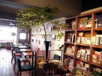 今週のWORLD BOOK CAFEさんは「ドウダンツツジ」。2017/06/17。 - 札幌 花屋 meLL flowers