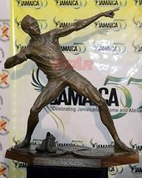 雨の週末、ウセイン・ボルトの銅像の話 - ジャマイカブログ Ricoのスケッチ・ダイアリ