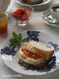 ストウブで焼いたパンで♪ 自家製あんずジャム&クリームチーズサンド - Cache-Cache+