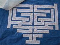 非常に時間のかかる作業・・・赤の並縫いは糸印 - 藍ちくちく日記