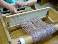 卓上織り機でミニマフラー、体験の方がいらっしゃいましたよ - テキスタイルスタジオ淑blog