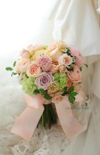 クラッチブーケとソファテーブル装花、恵比寿アトレのレストランへ - 一会 ウエディングの花