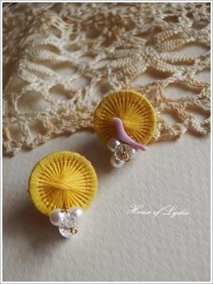 チェコの糸ボタン・イエロー、レッドのボタンでピアス - House of Lydia・・・しずかな時間