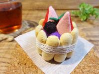 イチゴのプチシャルロットケーキ - maruwa★taroのFelt Factory