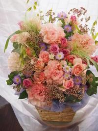 お花に囲まれて写真撮影 - ルーシュの花仕事