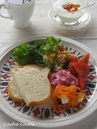 ストウブで焼いたパンで♪ 野菜たっぷりワンプレート - Cache-Cache+