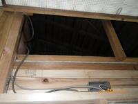 風呂場の天井の屋根裏覗く:屋根の構造 - 名古屋市の不動産情報をお届けします。大丸屋不動産:古民家再生中!