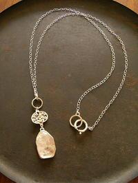 クオーツ ネックレス - 石と銀の装身具