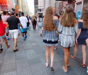NYの街角で久しぶりに「ハート型したお花の絵」 - ニューヨークの遊び方