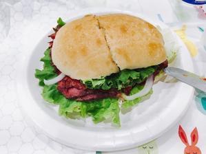 コストコのフードコートで「ローストビーフサンドイッチ」を食べる - かおイチゴ