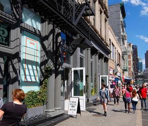 地元NYのデザイナーさん達の集まるキャナル・ストリート・マーケット(Canal Street Market) - ニューヨークの遊び方