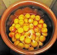 キレイ!な梅酢が、順調に上がって来ています。Hoッ - 太田 バンビの SCRAP BOOK