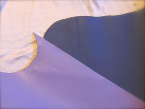 手持ちの革の色2種類のパープル - 布と木と革FHMO-DESIGNS(えふえっちえむおーでざいんず)Favorite Hand Made Original Designs